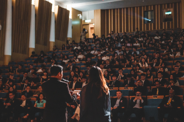 How Audiences Assess Authenticity in Science Communication